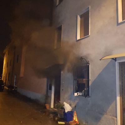 A fuoco un appartamento a Turritecava di Gallicano, ferito l'occupante non in maniera grave..
