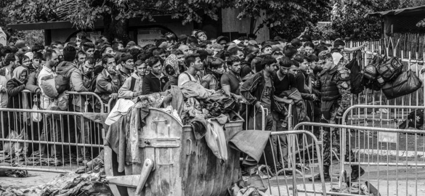 """Presentazione libro fotografico di Emanuele Confortin """"Dentro l'esodo. Migranti sulla via europea"""""""