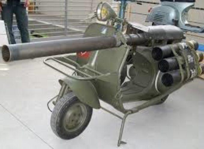 """Vespa """"Bazooka"""": Ecco Il Modello Piaggio Che Poteva Vedersela Con I Carrarmati"""