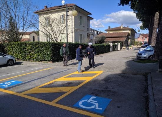 Due nuovi stalli per disabili in piazza Felice Orsi, a breve  anche i vecchi parcheggi saranno messi a norma