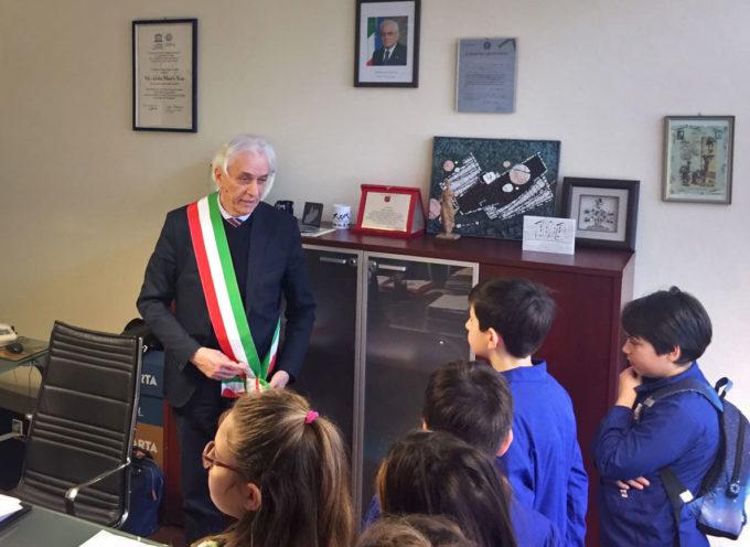 """Laboratorio """"Io Primo Cittadino"""": i bambini della scuola elementare di Marzocchino visitano il Comune"""