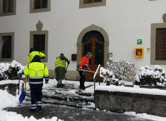 LA PROTEZIONE CIVILE E VOLONTARI IN AZIONE A CASTELNUOVO DI GARFAGNANA , STAMANI