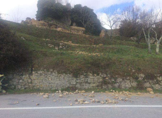 chiusa la strada del passo delle radici a castiglione di garfagnana
