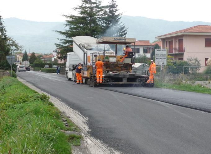 Strade: dai primi di aprile mezzi al lavoro per le asfaltature.