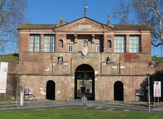 Lavori alla Porta San Pietro al via dopo Pasqua. La porta resterà chiusa per due giorni (il 3 e 4 aprile) alla circolazione degli automezzi