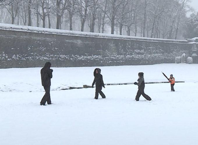 Neve su tutta la provincia, imbiancate le mura di Lucca