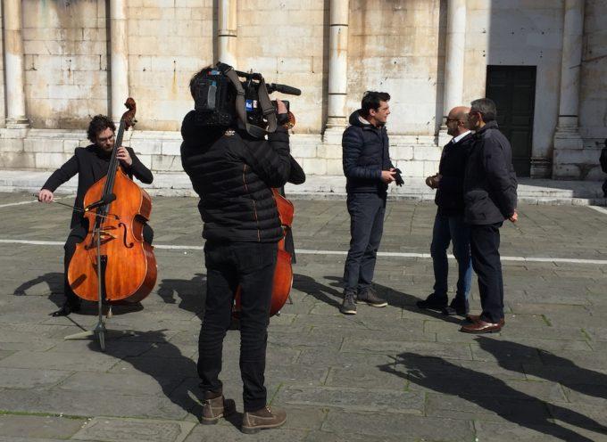 Sereno Variabile a Lucca per girare una puntata dedicata alla bellezza