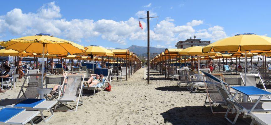 Regole in spiaggia, si cambia ancora: balneari pronti a partire