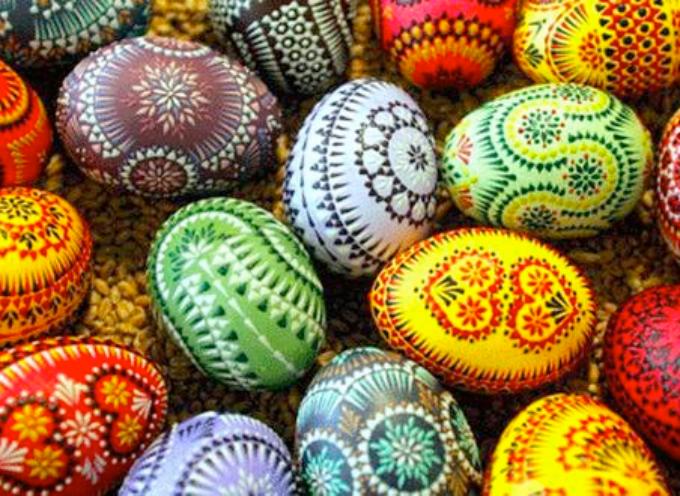 Buona Pasqua a tutti! Vi siete mai chiesti da dove viene l'usanza di scambiarsi le uova?