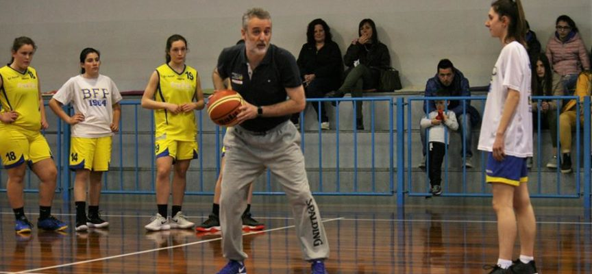Coach Piazza insegna il suo basket all'Under 16 del Bf Porcari