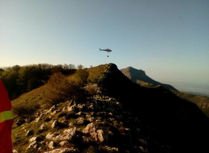 Continua l'attività di spegnimento dell'incendio del Monte Matanna.