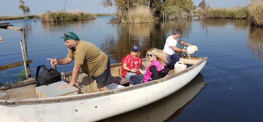Sul Massaciuccoli i volontari hanno usato anche le canoe per ripulire il lago