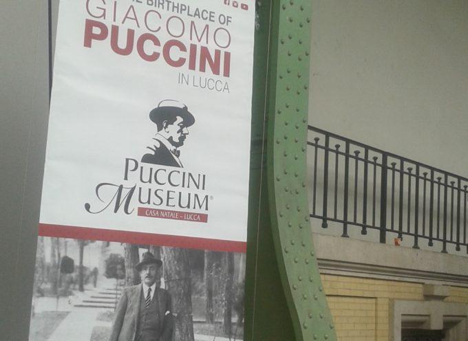 """La piazzetta del libro, Lucca e il territorio si promuovono al """"Salon du livre rare"""""""