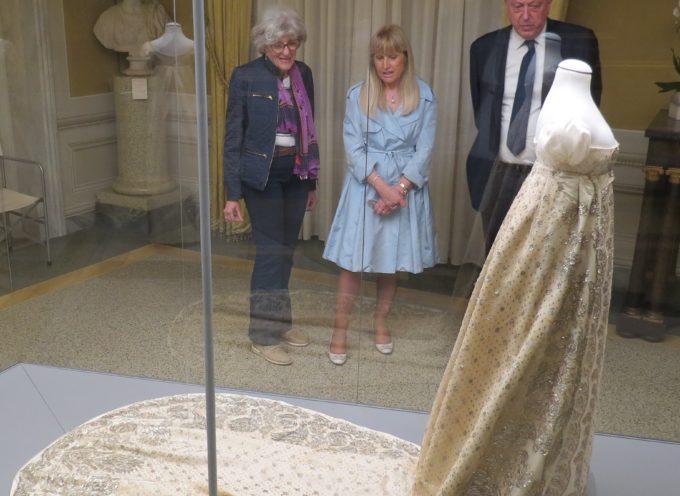 Il sindaco visita gli abiti della Corte imperiale di Elisa Baciocchi, esposti  nel Museo Nazionale di Palazzo Mansi: