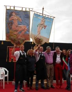 i vincitori del Palio del Biroldo i fratelli Bernardi con i due drappi vinti