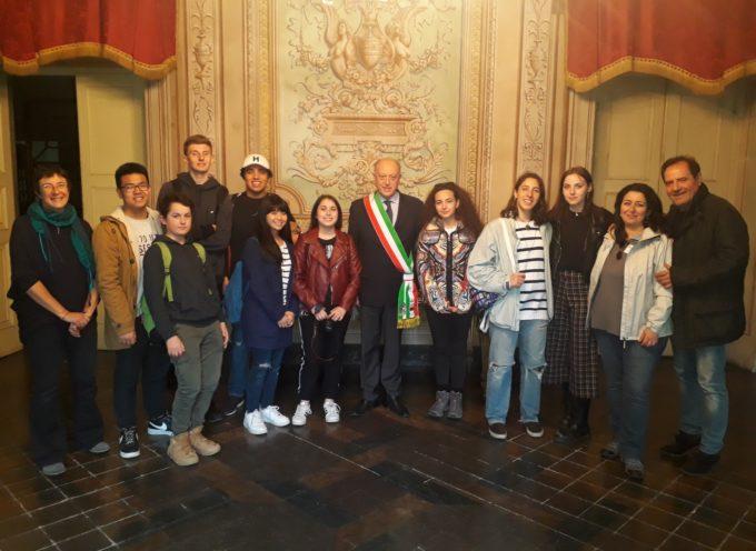 Il sindaco ha ricevuto a palazzo Orsetti un gruppo di giovani studenti che stanno prendendo parte a programmi di Intercultura