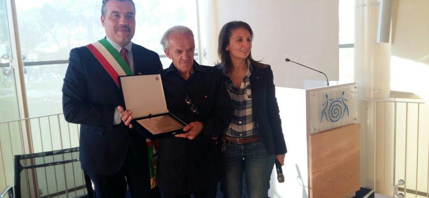 Consegnata la Torretta d'Oro a Gusmano Cesaretti, a settembre  la medaglia d'Oro dall'associazione Lucchesi nel Mondo
