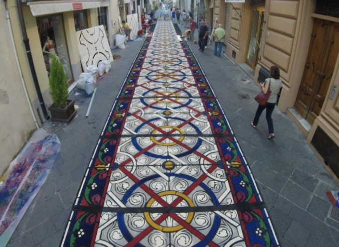 Torna la magia dei tappeti di segatura,