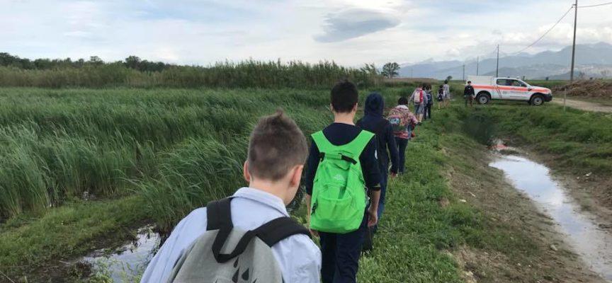 Aria fresca stamani per la lezione sul territorio delle 1A e 1D della scuola media di Massarosa (piano di conca)