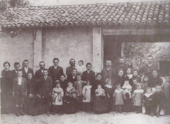 Le foto della domenica: la famiglia patriarcale….