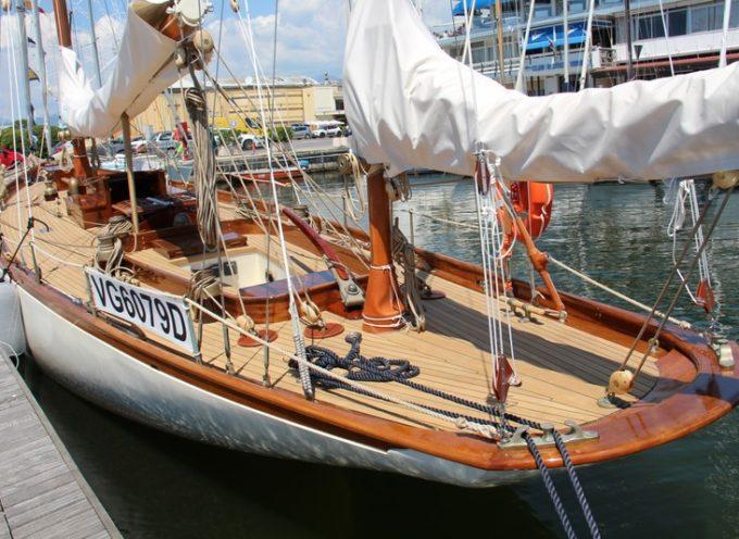 Oggi centinaia di appassionati di marineria tradizionale hanno assistito a Viareggio al ritorno in mare di Barbara,