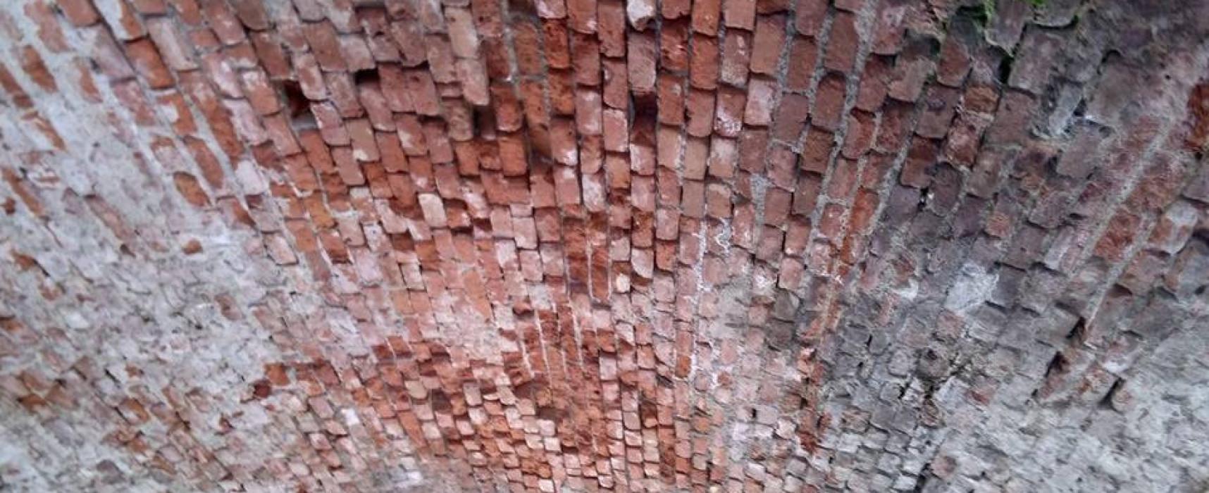 Cadono mattoni dalla volta del  ponte della ferrovia di Ghivizzano