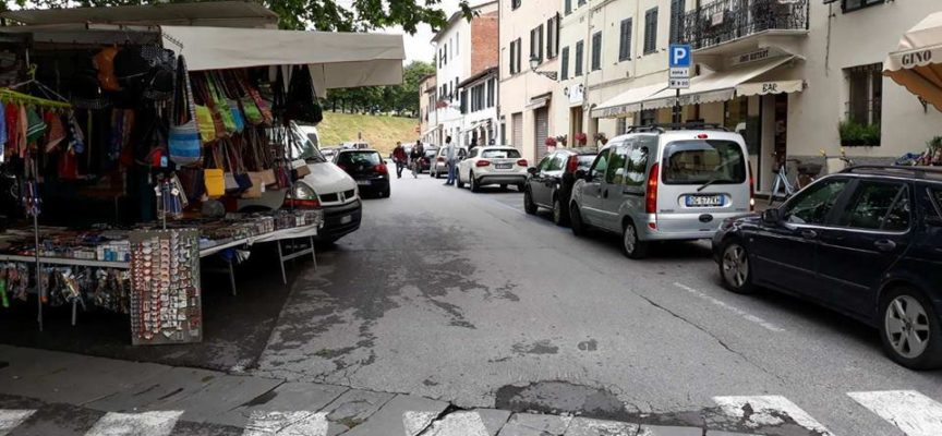 Parcheggiatore abusivo senza permesso di soggiorno fermato dai Vigili: multa di mille euro e denuncia per detenzione di sostanze stupefacenti