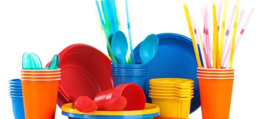 L'Europa mette al bando la plastica monouso. Addio a cannucce, piatti e stoviglie dal 2019