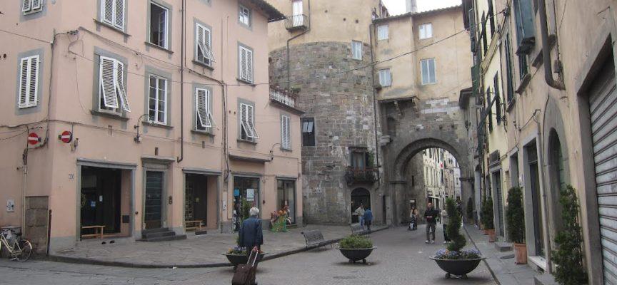 bevande al bancone dopo le 18,chiusi 5 locali a Lucca Dopo assembramento e balli in strada la scorsa settimana