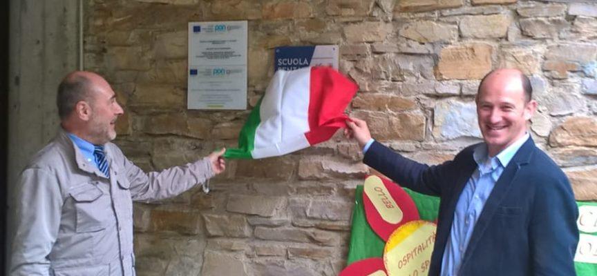 """""""Senza zaino"""", apposta una targa alla scuola di Piegaio-Convalle"""