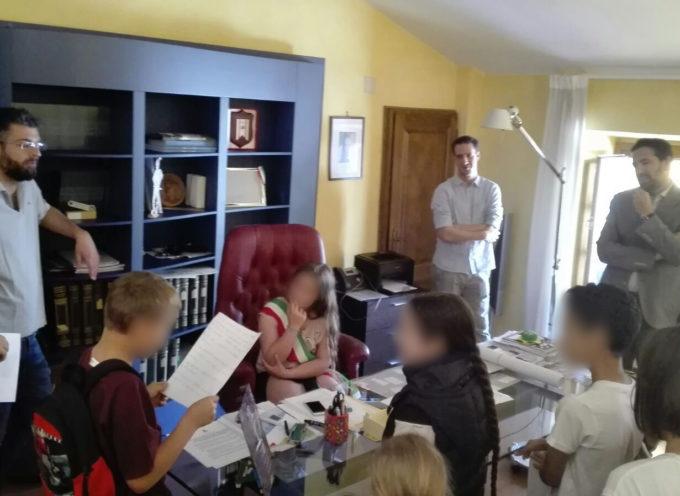 alunni della scuola primaria di Piegaio in visita in Comune
