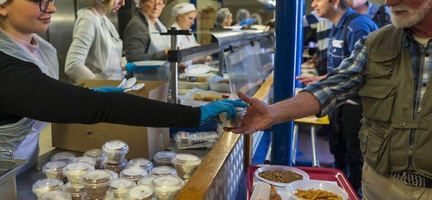 Milioni di italiani costretti a chiedere aiuto per mangiare