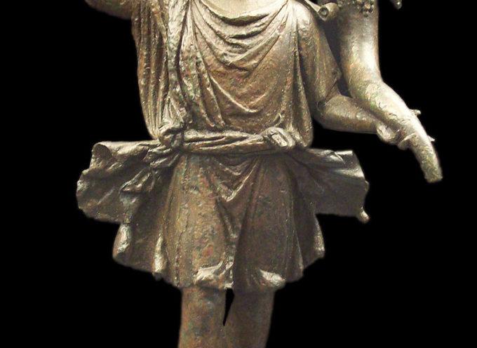 """Nell'Antica Roma, 27 Giugno: Festa di Aestas e dei Lares, gli Antenati, che hanno con noi un legame di parentela e di """"focolare"""""""