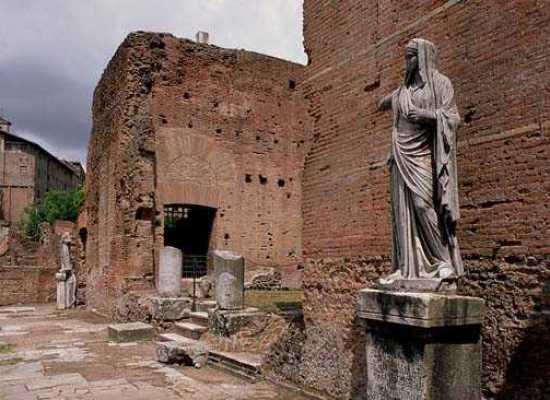 Nell'Antica Roma, 12 Giugno: sesto giorno delle Vestalia, vestite come le suore e le spose moderne