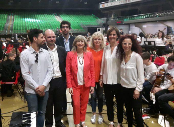 L'Orchestra e il coro dell'Istituto comprensivo Lucca 3  al Mandela di Firenze