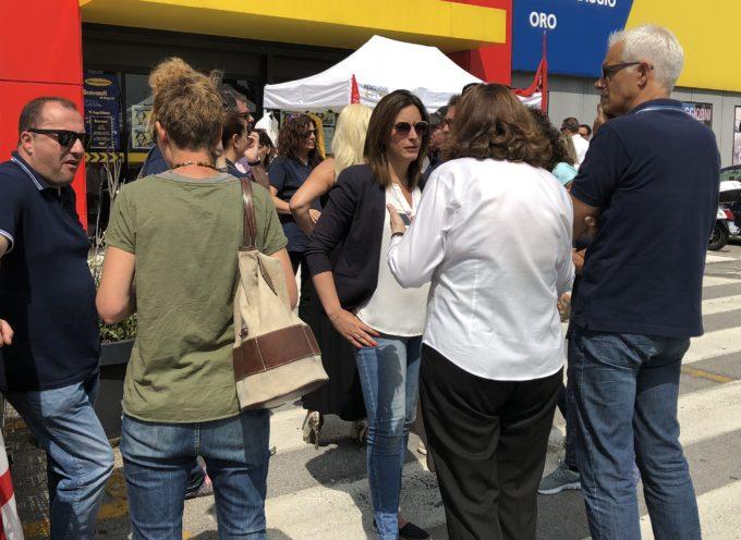 FESTA DELLA REPUBBLICA: SINDACO D'AMBROSIO AL PRESIDIO DEI LAVORATORI MERCATONE UNO