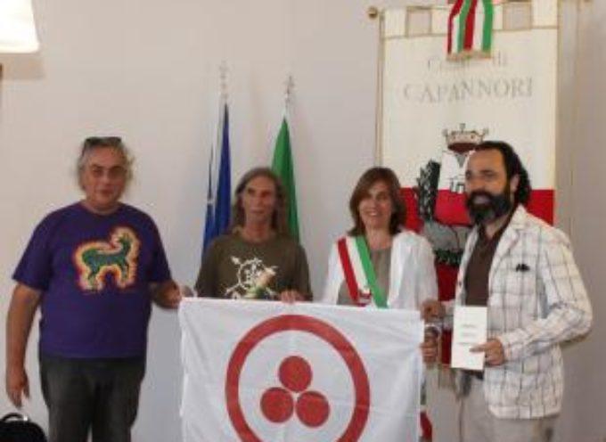 Consegnate al Comune la bandiera della pace e la 'Carta dei Diritti di Madre Terra'