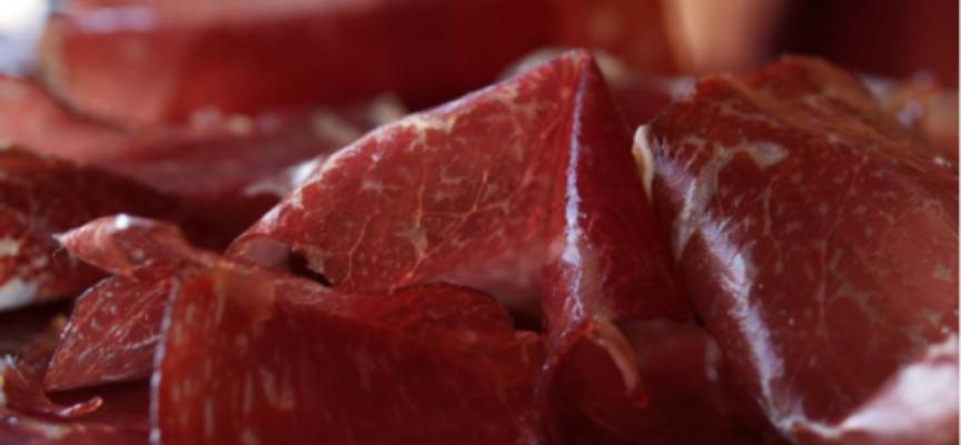 Nuovo scandalo sulla carne avariata in Europa. In Spagna distrutte centinaia di tonnellate di prosciutti e salsicce scaduti o marci