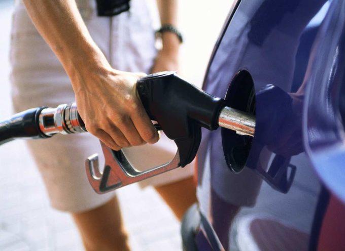 Petrolio in aumento: stangata da 415 euro l'anno a famiglia