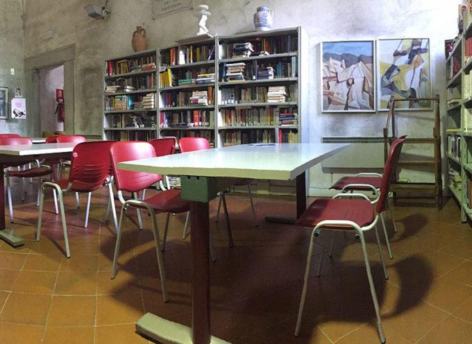 Cultura: nuovi arredi per la biblioteca di Seravezza