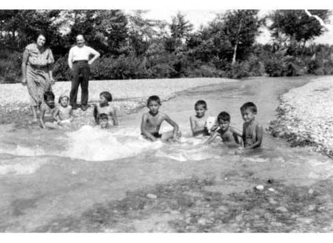 Le foto della domenica: il bagno al fiume.