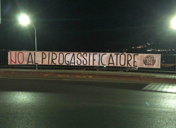 """""""No al pirogassificatore"""". Con due striscioni affissi nel comune di Barga CasaPound prende posizione contro il progetto."""