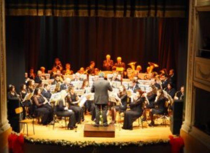 Con la Filarmonica di Riomagno in piazza Pertini a Querceta cantando e ballando ai ritmi del Sud America
