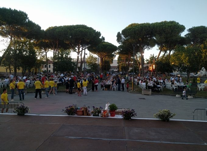 Una cena da record, in 630 in piazza Orsi per il tradizionale appuntamento con la Croce Verde di Porcari