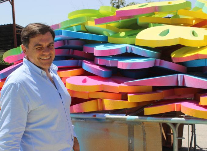 Arte: le farfalle a Tonfano, iniziato allestimento in via Versilia dell'installazione dell'estate