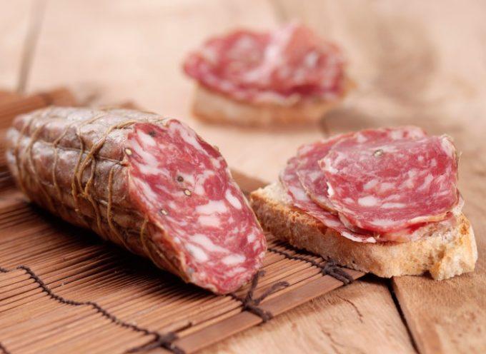 """""""Presenza di Salmonella"""", via dagli scaffali un lotto dei salamini di puro suino Cavalleri Carni. Ministero della Salute: ecco il lotto richiamato"""