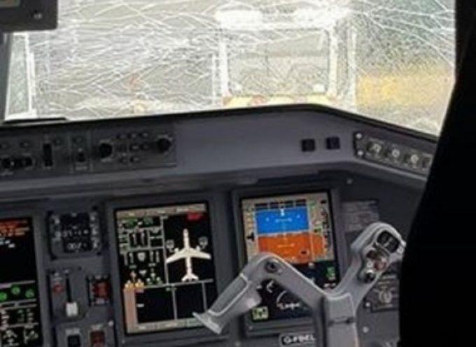 Crepa sul parabrezza della cabina di pilotaggio: nuovamente un volo Flybe costretto ad atterraggio d'emergenza.