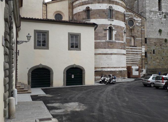 Terminata l'asfaltatura base in piazza del Collegio, A LUCCA