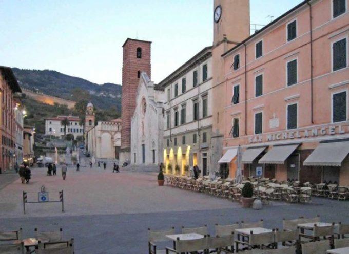 Venerdì in Sant'Agostino si presenta  inVersilia