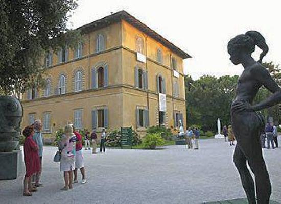 Marco Buticchi, Laura Cinelli e Cesare Bindi al Caffè della Versiliana